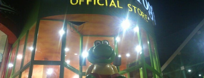 Señor Frog's Official Store is one of Lieux qui ont plu à Alejandro.