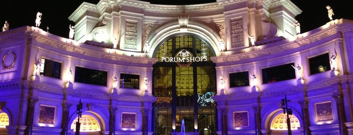 The Forum Shops at Caesars Palace is one of Lugares favoritos de Kristen.