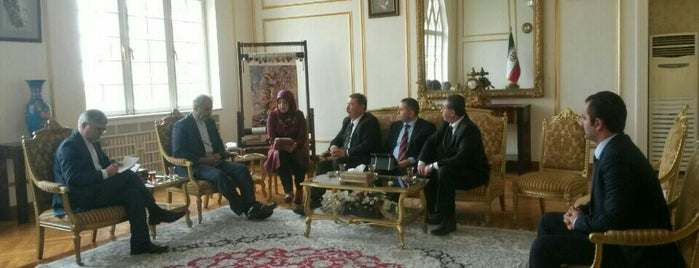İran İslam Cumhuriyeti Büyükelçiliği is one of Mehmet 님이 저장한 장소.