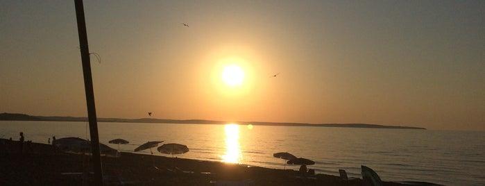 Kumkapı Beach is one of สถานที่ที่ Mine ถูกใจ.
