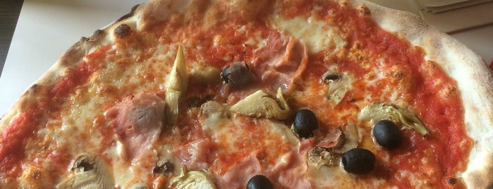 Rosso Aperipizza is one of Károlyさんの保存済みスポット.