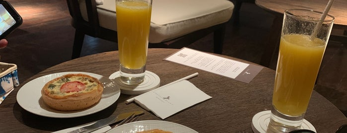 Cheval Blanc Randheli Salon is one of Tempat yang Disukai aziz.