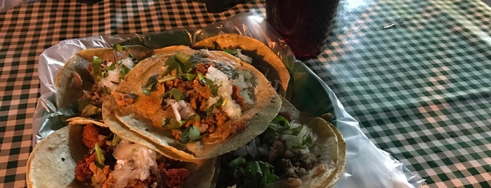 Tacos Los Monjes is one of สถานที่ที่ Alejandra ถูกใจ.