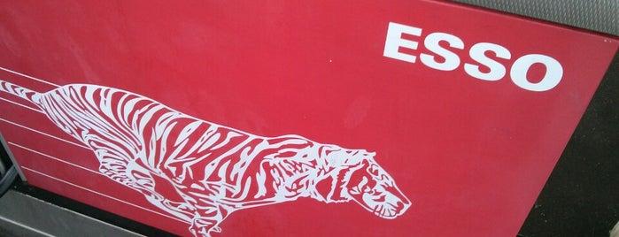 Esso tankstation is one of Lieux qui ont plu à Karin.