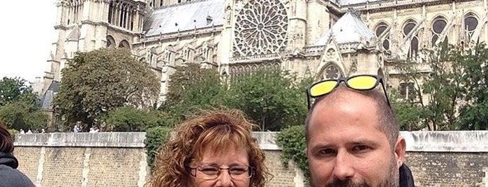 Bunda Kita di Paris is one of Tempat yang Disukai Francisco José.