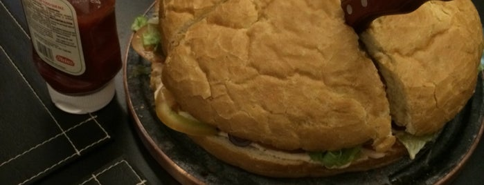 New Trend - Burguer Gourmet is one of Melhores Hamburgers de Goiânia.