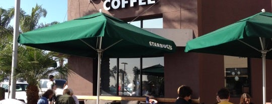 Starbucks is one of Lieux qui ont plu à Laura.