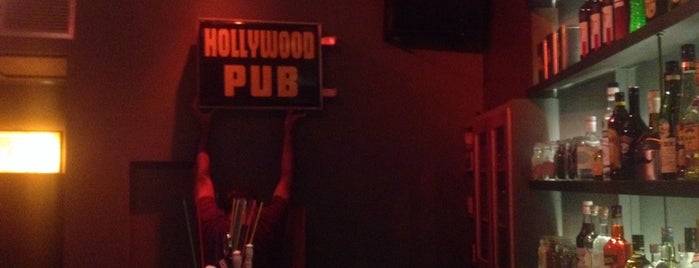 Hollywood Pub is one of Locais curtidos por Foxxy.
