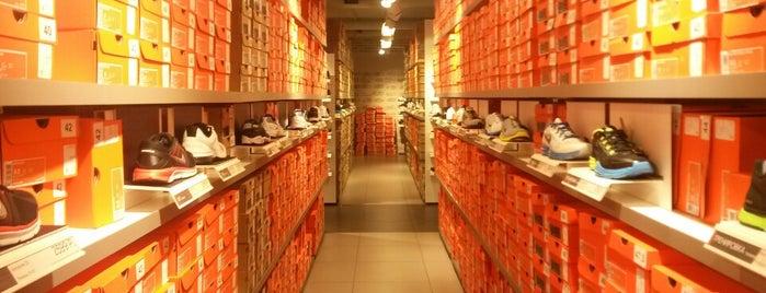 Nike is one of Locais curtidos por Andrey.