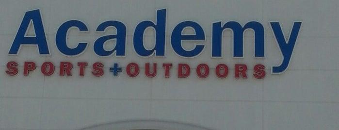Academy Sports + Outdoors is one of Tempat yang Disukai Ufuk.