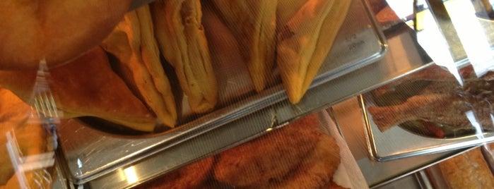 Rainbow Bakery is one of Tempat yang Disukai Loulabelle.