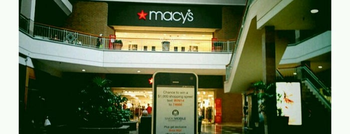 Macy's is one of Lugares favoritos de Lauren.