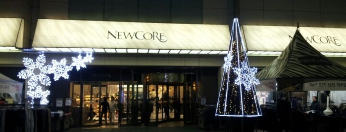 NewCore Outlet is one of Posti che sono piaciuti a Sung Han.