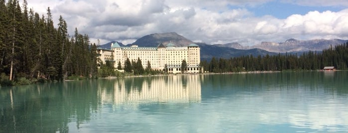 The Fairmont Chateau Lake Louise is one of Orte, die icelle gefallen.