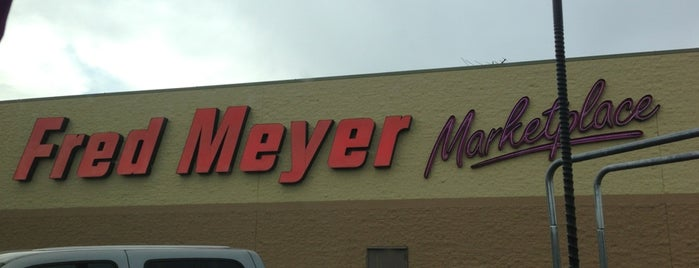 Fred Meyer is one of Lieux qui ont plu à Maggie.