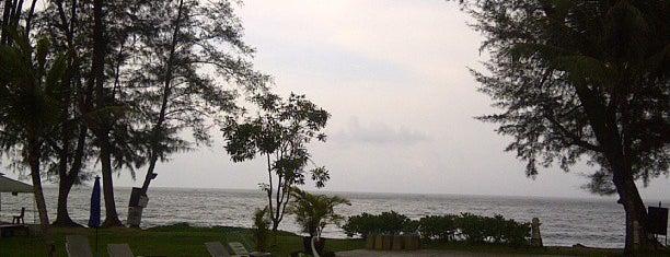 Diamond Beach Resort Khao Lak is one of Tempat yang Disukai Melisa.