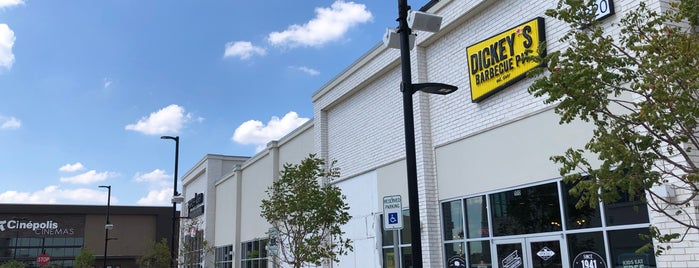 Dickey's Barbecue Pit is one of Colin : понравившиеся места.