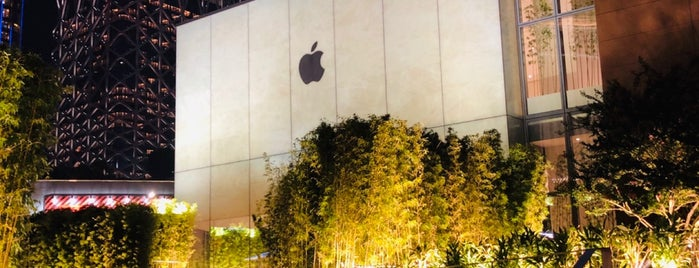 Apple Cotai Central is one of Tempat yang Disukai Henry.