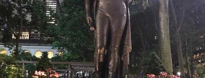 José Bonifacio de Andrada e Silva Monument is one of NY pontos.