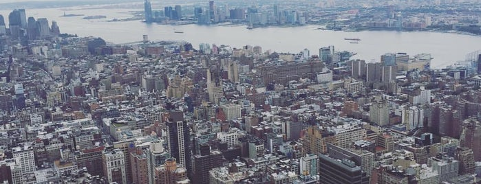 Empire State Building is one of Tempat yang Disukai honey 🌾.