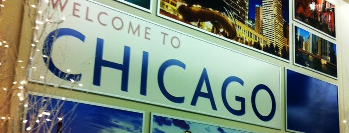 Chicago Midway International Airport (MDW) is one of Lugares favoritos de Kristen.