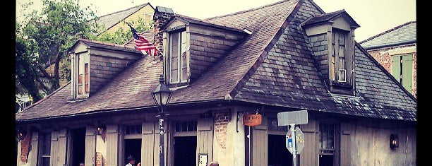 Lafitte's Blacksmith Shop is one of Tempat yang Disukai Gillespie.