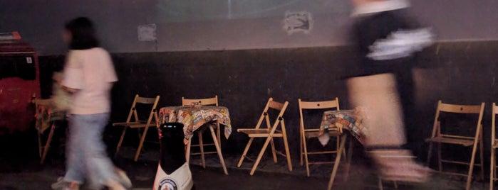 Seven Bar is one of Lieux qui ont plu à King.