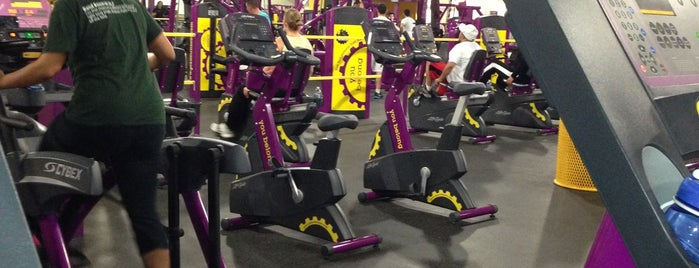 Planet Fitness is one of Locais curtidos por Alex.