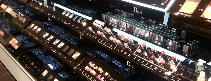 SEPHORA is one of Lugares favoritos de Bruno.