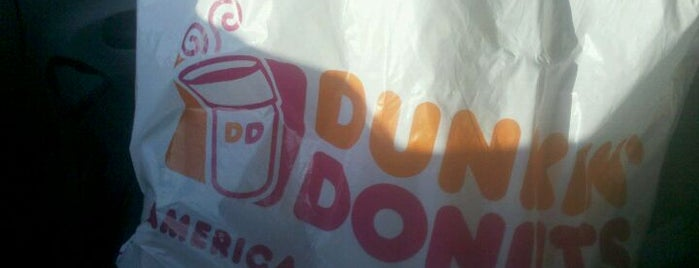 Dunkin' is one of Locais curtidos por Jason.