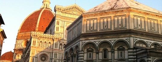 Piazza San Lorenzo is one of 101 posti da vedere a Firenze prima di morire.