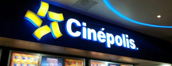 Cinépolis is one of Locais curtidos por Andonni.