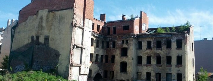Развалина на ул. Черняховского is one of Развалины Санкт-Петербурга.