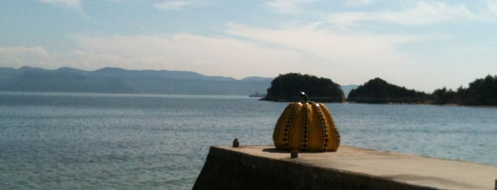 Yellow Pumpkin is one of Naoshima.