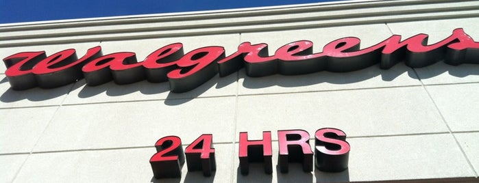 Walgreens is one of Locais curtidos por Tania.