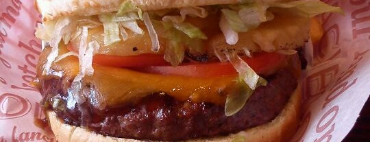 Red Robin Gourmet Burgers and Brews is one of Classic Oregon Spots.