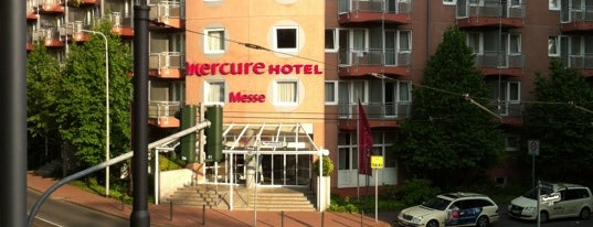 Mercure Hotel & Residenz Frankfurt Messe is one of สถานที่ที่ Friedrich ถูกใจ.