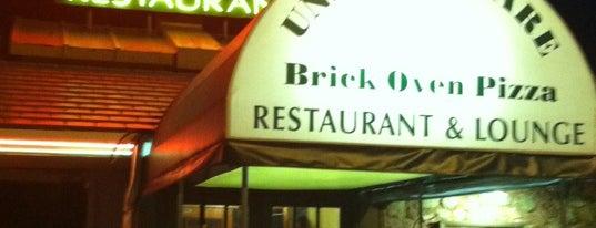 Union Square Restaurant & Lounge is one of สถานที่ที่ Lizzie ถูกใจ.