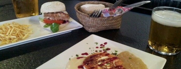 La Escondida Pinchos & Copas is one of Gastrobares.