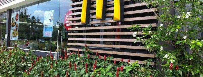 McDonald's / McCafé is one of Lugares favoritos de Ben.