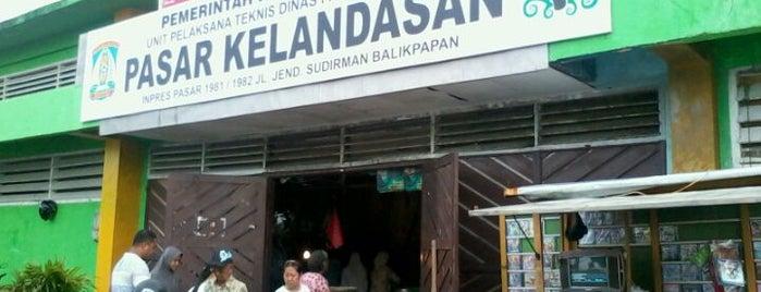 Pasar Klandasan is one of Locais curtidos por Winda.