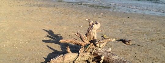 Kaw Kwang Beach is one of Go to Lanta. Be Bamboocha..