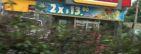 OXXO is one of Lugares favoritos de Juan.