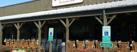Cracker Barrel Old Country Store is one of Locais curtidos por Boog.