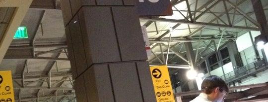 Gate 10 is one of Tempat yang Disukai Jose.