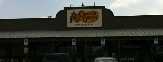Cracker Barrel Old Country Store is one of สถานที่ที่ Bart ถูกใจ.