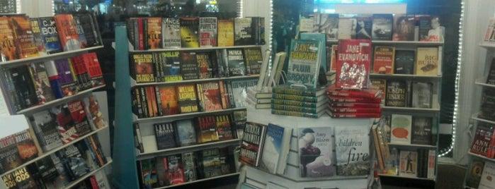 Bethany Beach Books is one of สถานที่ที่ Jennifer ถูกใจ.
