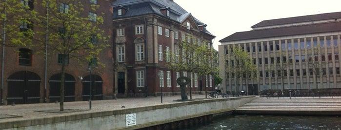 Asiatisk Plads is one of Plaza-sightseeing i København.