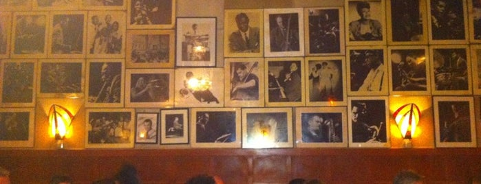 Glenn Miller Café is one of Lugares favoritos de Moya.