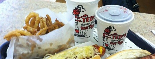 Ted's Hot Dogs is one of สถานที่ที่ Bart ถูกใจ.